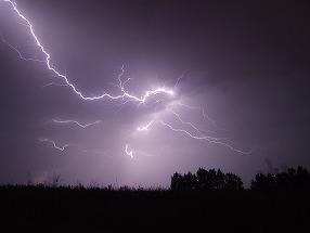 Furtunile fac prapad! Trei oameni au fost ucisi de fulger!
