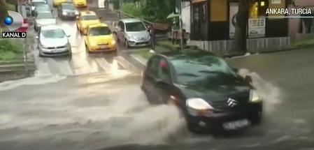 Prapad in Turcia in urma unei ploi! Grindina si ploaia torentiala au facut ravagii