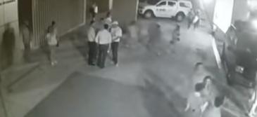 Ultima ora! Politician asasinat in timp ce statea de vorba cu simpatizantii. Intreaga scena de groaza a fost surprinsa de camera de supraveghere - VIDEO