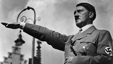 """O serie de fotografii istorice cu Adolf Hitler a fost dezvaluita dupa mai bine de 90 de ani. Liderul nazist a cerut distrugere imaginilor pentru ca erau """"sub demnitatea lui"""""""