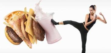 Tii dieta in timpul saptamanii si in weekend iti dai frau liber la mancare? Iti pui in pericol sanatatea, sustin specialistii