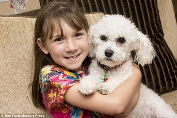 O fetita de 9 ani, salvata de catelul familiei! Copila sufera de epilepsie, iar patrupedul simte cand e in pericol. Ce face inainte ca fetita sa aiba o criza
