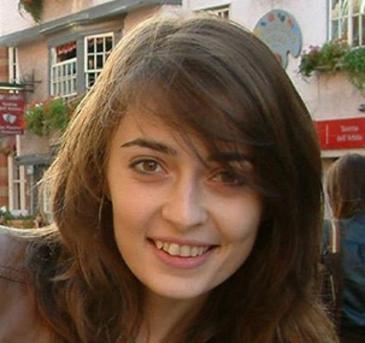 Ce a dus sora Aurei Ion la mormant chiar in ziua de Craciun! Imagine emotionanta de la locul de veci al tinerei moarte in accidentul aviatic din Muntii Apuseni