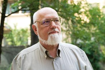 La 76 de ani, Gelu Voican Voiculescu a dat in judecata pentru niste terenuri comisia locala a unei comune galatene! Fostul revolutionar detine 10 hectare de padure