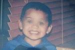 """Si-a ucis baietelul de 7 ani si a hranit porcii cu cadavrul lui. Alti sapte frati traiesc in """"casa groazei"""", alaturi de tatal ucigas"""