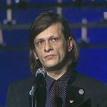 Calin Nemes, revolutionar de frunte in decembrie 1989 si actor, ar fi implinit 47 de ani! Eroul iesit cu pieptul gol in fata soldatilor la Cluj s-a sinucis, dezamagit de societate, la doar 33 de ani!