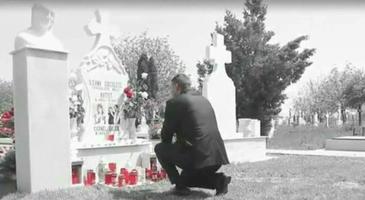 Imagini sfasietoare la mormantul Ilenei Ciuculete - Ce au facut fiii ei acolo e emotionant - Peste 30.000 de oameni au urmarit aceste secvente