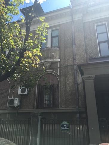 Aceasta este casa lui Traian Basescu din strada Mihaileanu! Vila din centrul Capitalei este o bijuterie arhitecturala!