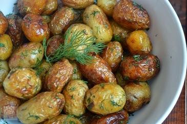 Cureti cartofii noi de coaja sau ii lasi asa? Uite ce spun specialistii ca e mai bine sa faci