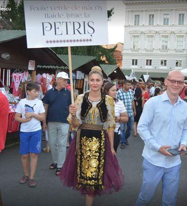 Cea mai frumoasa primarita din Romania a lucrat la un post tv muzical! Irina Onescu a decis sa candideze la primaria din Pietris, Arad, dupa tragedia de la Colectiv.