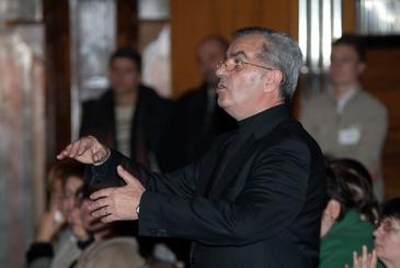 Celebrul dirijor Voicu Enachescu nu detine terenuri, case, masini, bijuterii sau tablouri si nici nu are bani in conturi!