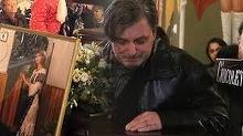 Cum a fost surprins Cornel Gales la doua luni de la moartea Ilenei Ciuculete! In sfarsit, zambeste!