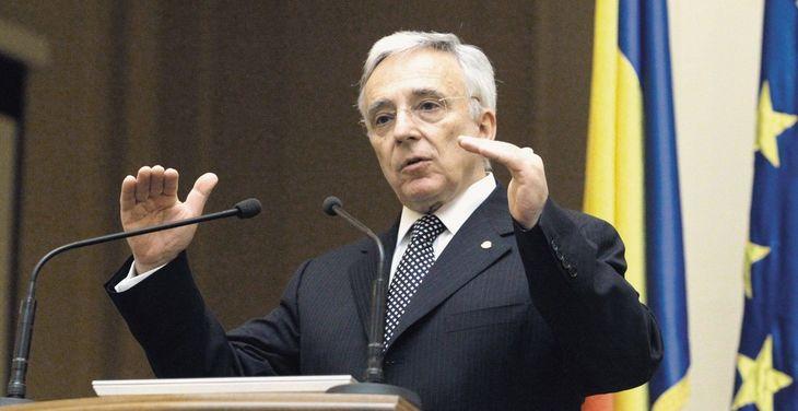 """Mugur Isarescu, oprit de militieni pentru ca avea parul lung: """"Am fost saltat de pe bulevard!"""" Dezvaluiri din tineretea guvernatorului BNR"""