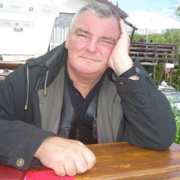 """Drama continua pentru un celebru membru al trupei Divertis: """"De un an cu sufletul pribeag pe rafturi!"""" Actorul Florin Constantin a ajuns pe strazi dupa o explozie in blocul lui"""