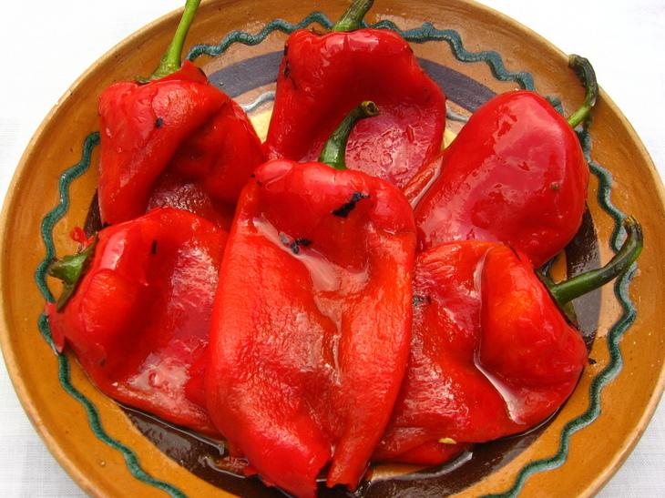 Secretele ardeilor copti - cum se aleg, coc si curata cel mai usor. Aplica trucurile pentru o salata delicioasa de ardei copti in ulei si otet