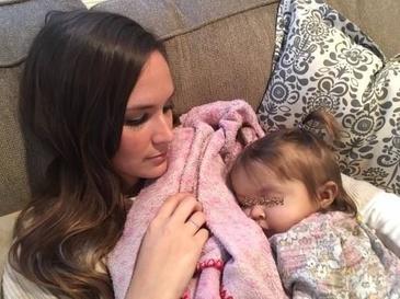 Fiica lor a primit de la medici un diagnostic ingrozitor. Apoi, bona micutei a facut un gest care i-a lasat pe toti in lacrimi. Cine ar mai face asa ceva?