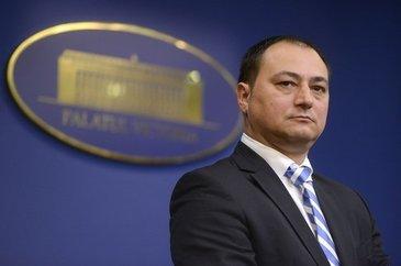 Recalcitrantul Mirel Palada ar putea fi calmat chiar de sotia lui, care detine un cabinet de consiliere psihologica! Florentina castiga 3400 de euro pe luna
