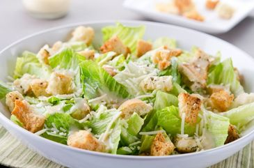 Salata Cezar cu surprize de proportii! Dupa ce a mancat mai bine de jumatate din ea, o femeie a gasit un paianjen printre frunzele de salata