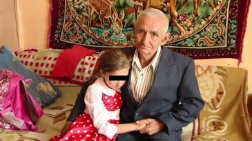 "Inger pentru o fetita nedorita de parinti. La 78 de ani, ""tata Gheorghe"" isi creste singur stranepoata"