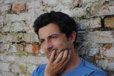 """Actorul Mihai Calin a fost sanctionat cu """"avertisment scris"""" de catre directorul Teatrului National, Ion Caramitru! Scandalul a pornit de la cateva replici in plus"""