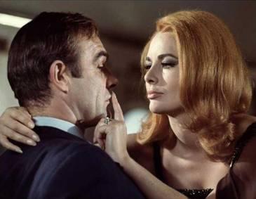 Fanii James Bond, in lacrimi. A murit una dintre cele mai frumoase Bond Girls