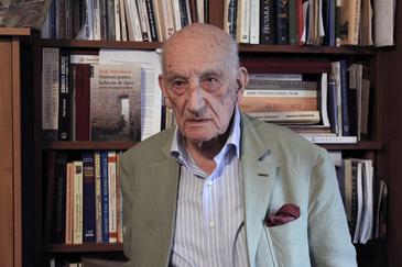 """Apropiat al Regelui Mihai, istoricul Neagu Djuvara este neiertator: """"Ion Iliescu a avut dibacia, prin intermediul lui Duda, sa-l """"cumpere"""" pe Rege!"""""""