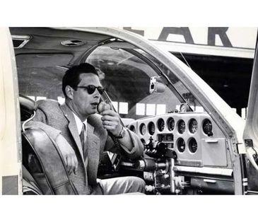 """Regele Mihai a devenit pilot de avion in timpul unui zbor de cosmar in care a fost pasager: """"Vantul batea in rafale, iar Regelui i s-a facut rau. A trecut in fata, in cabina de comanda a avionului"""""""