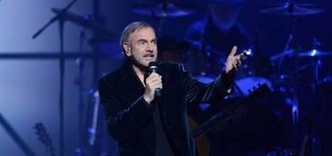 Neil Diamond a fost diagnosticat cu Parkinson! Cantaretul, obligat sa renunte definitiv la turnee