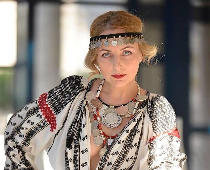 Iulia Gorneanu a devenit model pentru o papusa, dupa ce a fost la un pas de moarte! Vezi cum arata replica din portelan a fostei iubite a lui Grigore Lese!