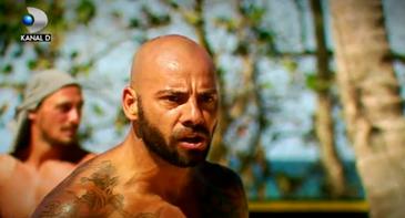 """Giani nu e singurul """"caine"""" de la Exatlon! Cum arata """"maidanezii de rasa"""" care se plimba pe plaja unde se filmeaza show-ul"""