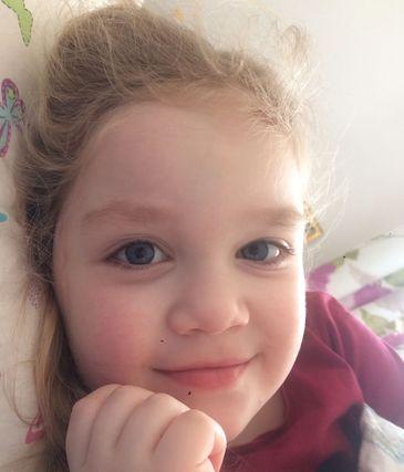Teodora, o fetita care sufera de nev congenital gigant, are nevoie de ajutorul nostru!