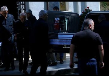 Durere fara margini la inmormantarea lui Mihaita! Ambulanta, chemata de urgenta la inmormantarea fiului lui Nelu Ploiesteanu. S-a prabusit chiar in curtea bisericii