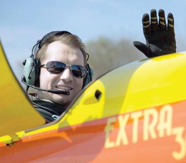 """Fost deputat si cantaret, Mihai Sturzu vinde acum casti de aviatie pe internet: """"Sunt aproape noi, le-am folost doar de cateva ori!"""""""