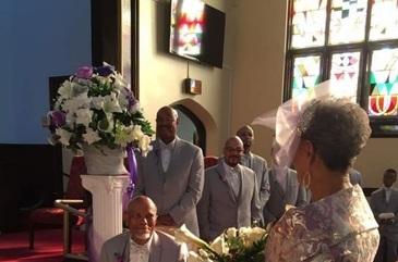 O bunicuta s-a casatorit la 85 de ani si i-a lasat masca pe invitati cu aparitia sa la petrecere. Ce rochie a purtat batrana