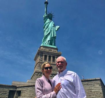 O romanca a pus mana pe Statuia Libertatii! Urmeaza nunta anului din New York