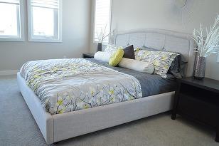 In dormitor ne petrecem aproximativ o treime din viata. Oricat de mult am sterge praful si am curata covoarele, microbii continua sa existe in aceasta incapere