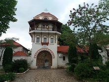 Adevarul despre Manastirea Dervent, locul unde se afla mormantul lui Aurelian Preda! De ce merg de fapt oamenii in pelerinaj acolo
