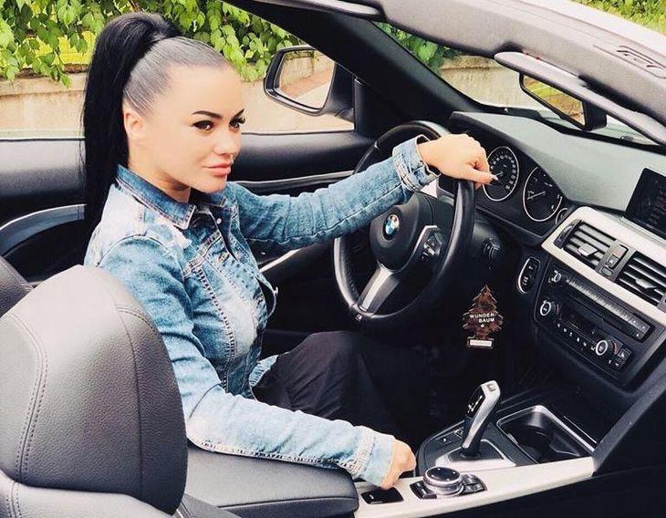 Carmen de la Salciua, implicata intr-un accident de masina! Cum se simte artista dupa impact! Imagini de la locul evenimentului
