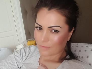 Ancuta Carcu a postat fotografii in timp ce alapteaza! Fosta sexy-PRM-ista promoveaza hranirea la san in public
