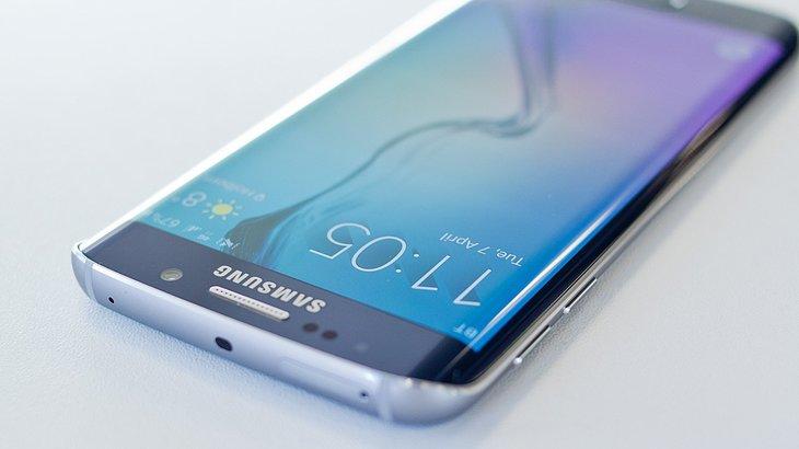 Samsung ofera telefoane Galaxy S7 la jumatate de pret