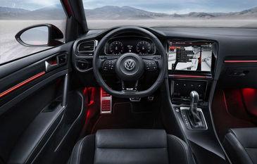 Volkswagen prezinta in noiembrie noul VW Golf 7 care va avea un interior modificat si motoare noi