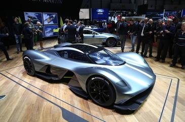 Un roman si-a cumparat noul Aston Martin Valkyrie de 3 milioane de euro! Sunt doar 150 de masini construite!