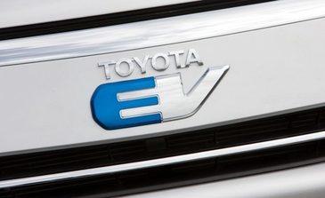 Toyota lucreaza la un nou model de automobil electric, cu autonomie mai mare si incarcare rapida