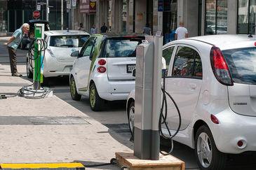 """Masina electrica, potrivita pentru Romania? Un sofer a dezvaluit cat e de rentabila o astfel de masina: """"De cand am cumparat-o, am platit doar parcarea"""""""
