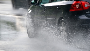 Cum sa conducem in siguranta pe vreme rea si de ce cauciucurile de iarna trebuie montate chiar si daca nu ninge