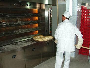 """Un patron de brutarie din Galati se chinuie de doua luni sa gaseasca angajati: Nu vor sa munceasca 8 ore pe zi. E pe principiul """"Mai bine 5.000 la umbra decat 10.000 la soare"""""""