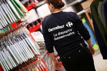 Veste buna pentru bucuresteni! Carrefour cauta 90 de casieri si operatori marfa pentru un nou hipermarket