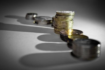 Ministerul Muncii: Cresterea salariului minim are efecte reduse asupra saraciei si scade productivitatea
