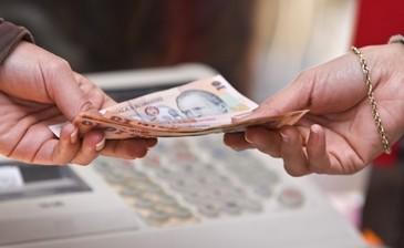Analistii economici prevad un viitor sumbru pentru Romania. Ei avertizeaza ca urmeaza noi disponibilizari si taieri salariale