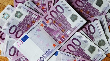 Euro coboara spre 4,65 lei, in linie cu tendinta regionala